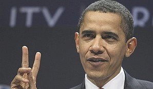 Obama_gives_'peace'_sign