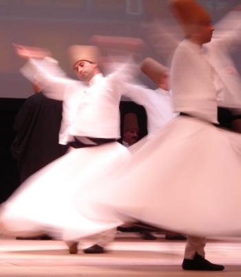 Whriling_dervishes_Rumi_Fest_2007