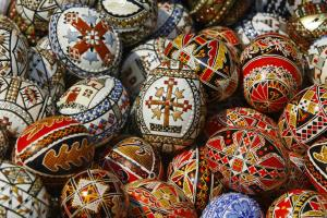02zb-easter-holy-week-easter-eggs-bucharest-romania